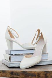 weiße Brautschuhe